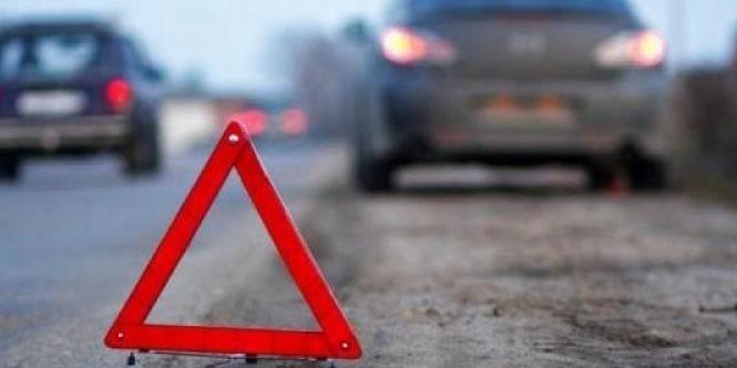 У Києві автомобіль вилетів на тротуар і збив на смерть дівчину-пішохода (фото)