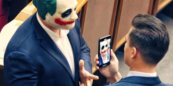 Нардеп Кива прийшов у Раду в масці Джокера