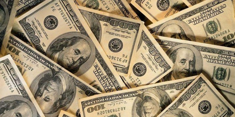 Офіційний курс долара в Україні продовжує знижуватися