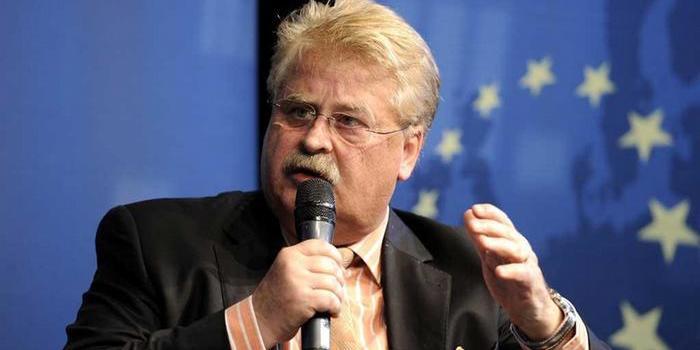 В Єврокомісії запевнили, що санкції проти РФ збережуть до повного виконання мінських угод
