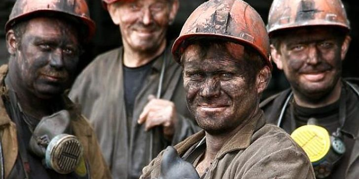 На Луганщині гірняки другу добу не виходять з шахт через невиплату зарплат
