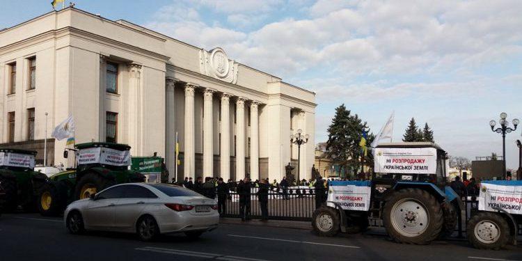 Українські аграрії та профспілки створили страйком