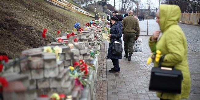 Зеленські принесли свічки на Алею Небесної сотні