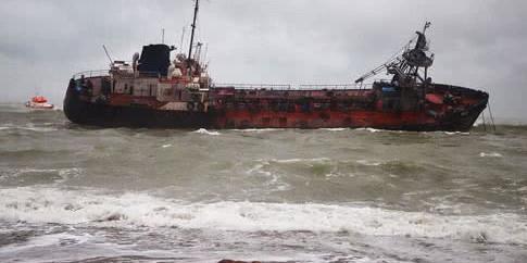 Аварія танкера під Одесою: вміст нафтопродуктів у морі перевищено у 157 разів