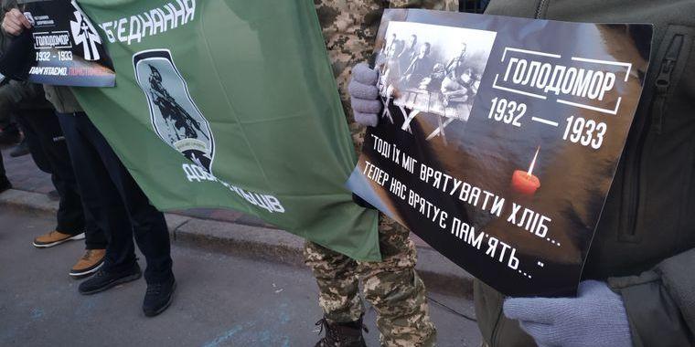 Біля консульств РФ у містах України пройшли акції пам'яті жертв Голодомору