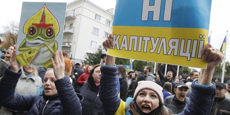«Медовий» місяць закінчився: українців спитали про актуальну довіру до влади