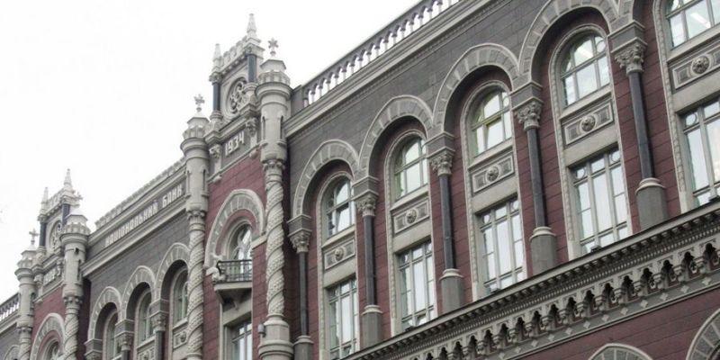 Українці стали на третину частіше розраховуватися картками та ґаджетами — Нацбанк