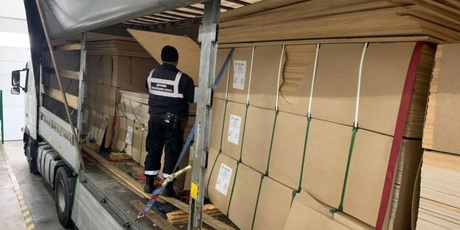 Прикордонники затримали вантажівку з 370 кг героїну
