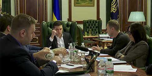 В Офісі президента показали відео, як Зеленський вирішує питання зниження тарифів