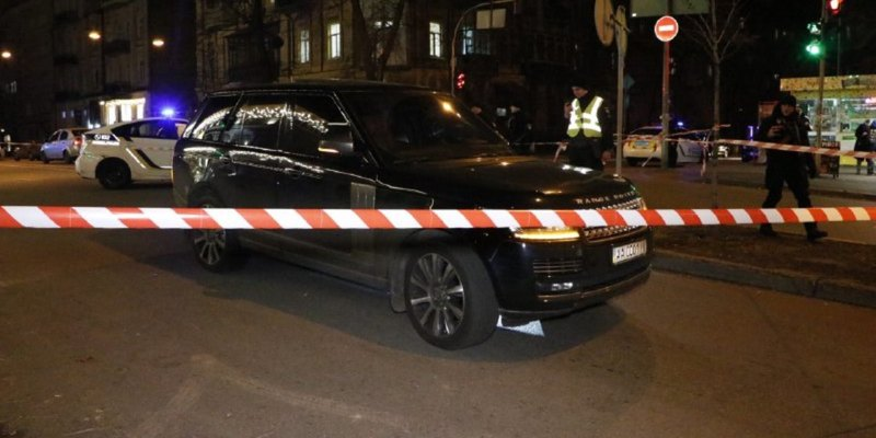 У неділю, 1 грудня, в самому центрі Києва невідомі відкрили вогонь по автомобілю Range Rover
