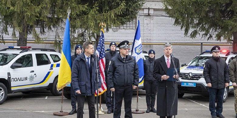 США подарували Україні 88 поліцейських автівок