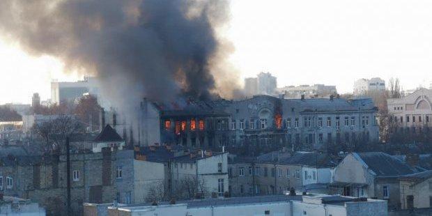 Пожежа в Одесі: рятувальники продовжують пошукові роботи (відео)