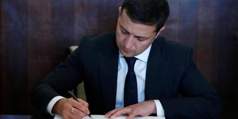Президент хоче спростити отримання громадянства військовими і біженцями з РФ
