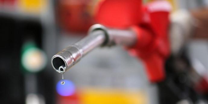 Бензин має подешевшати на 2 гривні за літр — прем'єр-міністр