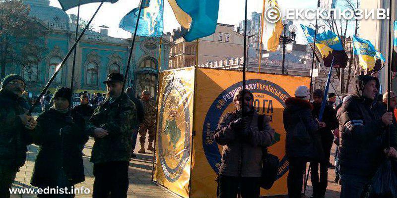Урядовий квартал охопили протести. Пряма трансляція