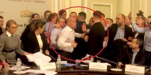 Штовханина на засіданні Аграрного комітету. Тимошенко розкидала папери, Кива почубився з колегою: відео