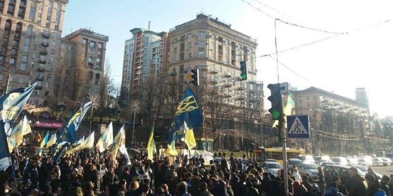 У Києві противники відкриття ринку землі перекрили рух на Хрещатику