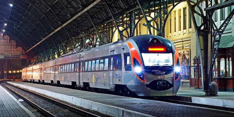 «Укрзалізниця» оприлюднила список додаткових поїздів на свята