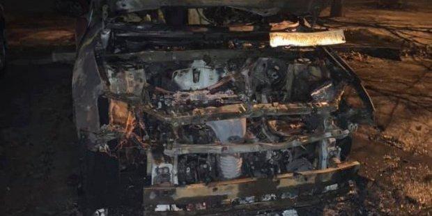 Ти ж не безсмертна: співзасновниці організації «Батьки SOS» спалили авто – фото