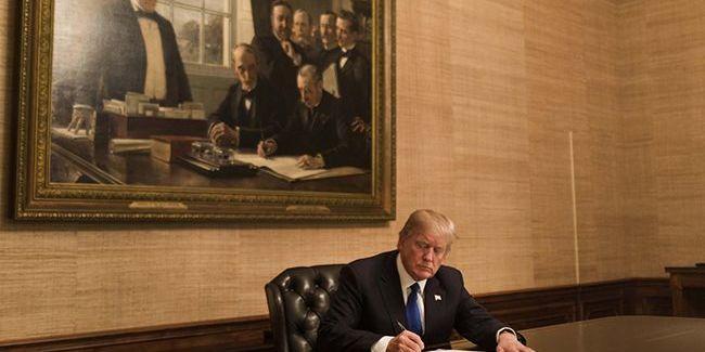 Трамп підписав військовий бюджет США з допомогою для України і санкціями проти РФ