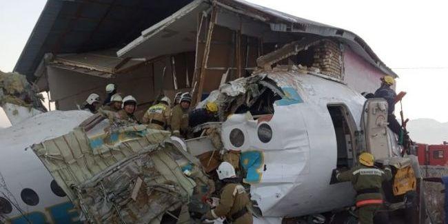 Двоє українців госпіталізовані після авіакатастрофи в Казахстані