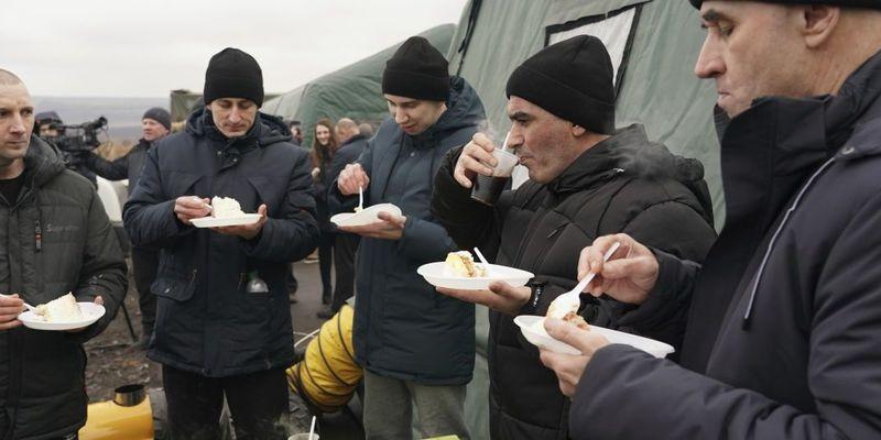 З полону бойовиків повернулися 76 українців — Офіс президента