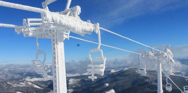 У Франції 97 лижників дві години провисіли на десятиметровій висоті