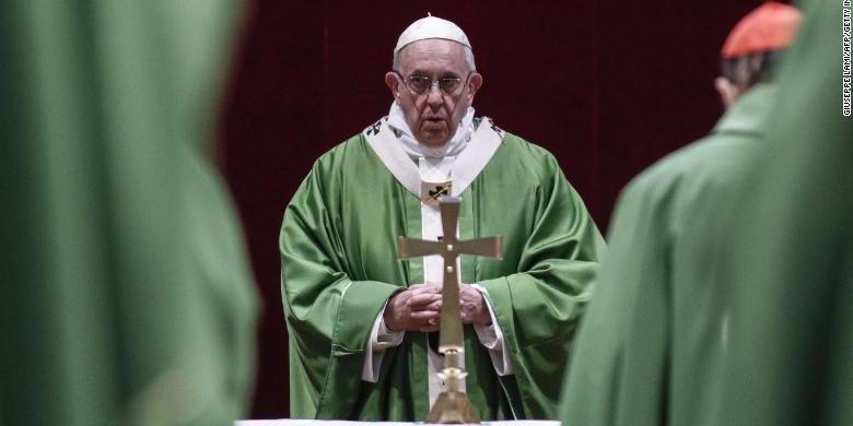 Папа Римський вибачився за те, що вдарив жінку