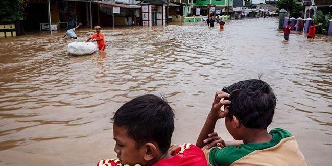 Повені в Індонезії: понад 40 загиблих та 400 000 евакуйованих