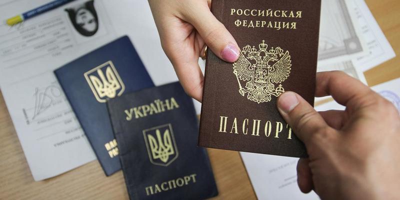 Видача російських паспортів жителям Донбасу дає Україні змогу не обмежувати себе мінськими угодами