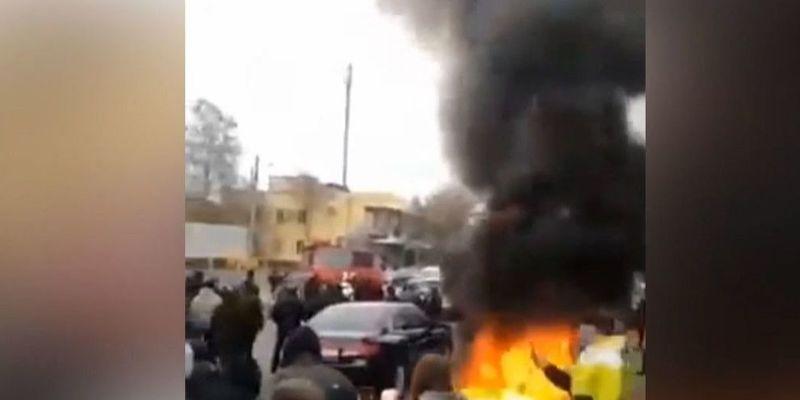Під управлінням поліції в Каховці другий день тривають протести через вбивство