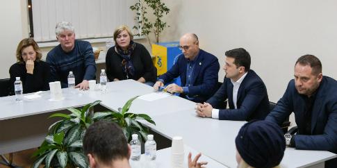 Зеленський зустрівся з родичами загиблих в Ірані українців