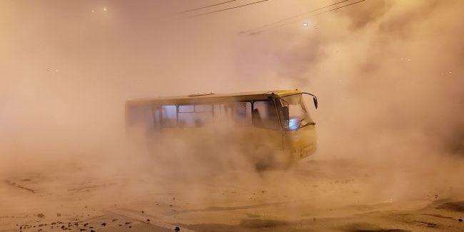 У Києві біля Ocean Plaza прорвало трубу з гарячою водою