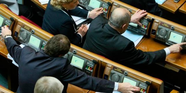 Перше засідання ВР: двоє опоблоківців попались на кнопкодавстві