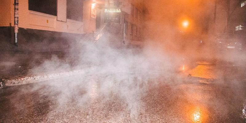 У Києві продовжуються прориви тепломереж: окропом залило район Севастопольської площі – відео