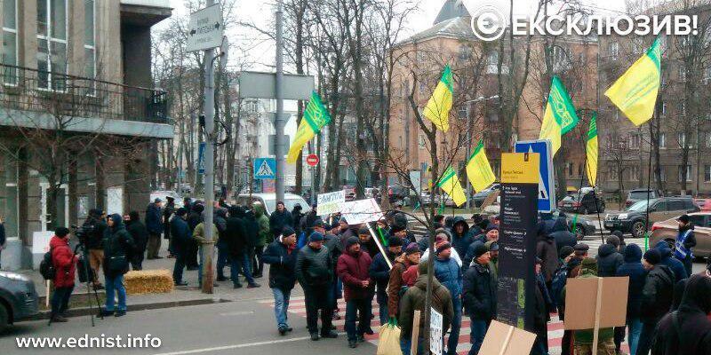 У Києві протестувальники проти ринку землі другий день блокують дороги