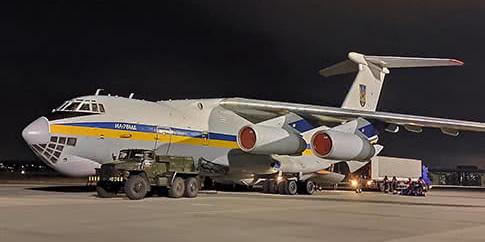 Літак із тілами загиблих в Ірані вже в Україні
