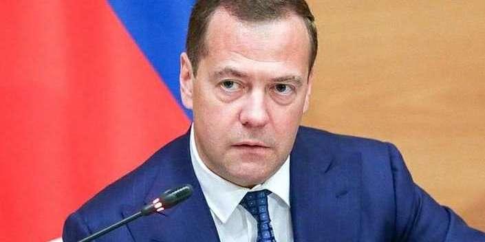 Експрем'єр Медведєв визнав, що анексія Криму вдарила по економіці Росії