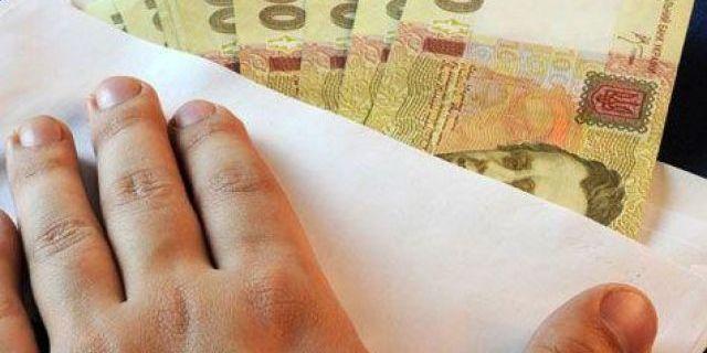 Більшість українців не проти отримувати зарплату «в конвертах» — опитування