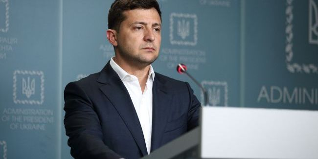 Зеленський та делегація поступилися місцями на Всесвітньому форумі пам'яті Голокосту людям, які пережили цю трагедію