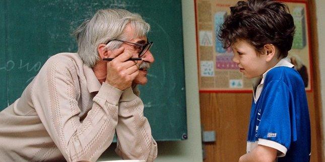 Вчителі і педагоги починають бунтувати