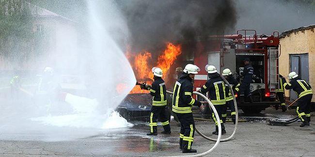 В Ужгороді спалили автомобіль дипломата