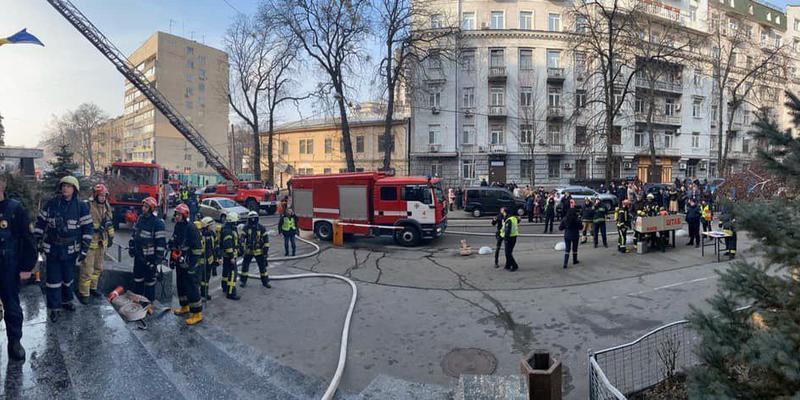 В Києві горить будівля Міністерства Культури. Проводиться евакуація людей