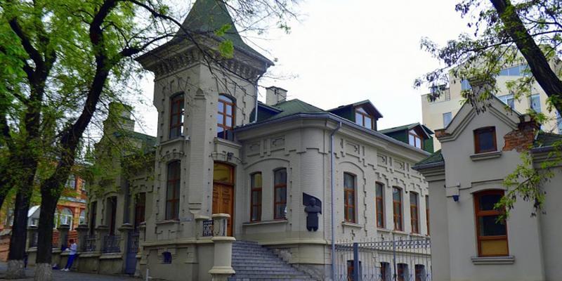 «Приватбанк» продає будинок Брежнєва за 98 мільйонів гривень: фото