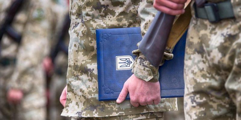 Депутати мають на меті внести зміни до закону щодо роботи близьких осіб військових посадових осіб
