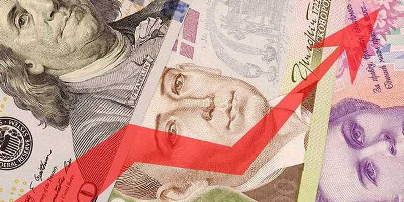 З початку місяця українці продали валюту майже на 100 мільйонів доларів