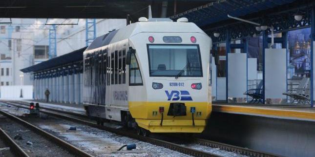 Міністр інфраструктури звинуватив керівництво УЗ у байдужості до пасажирських перевезень
