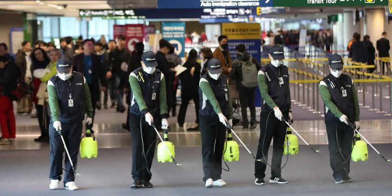 Через коронавірус пасажирів в аеропорту Китаю пропускають через тепловізор