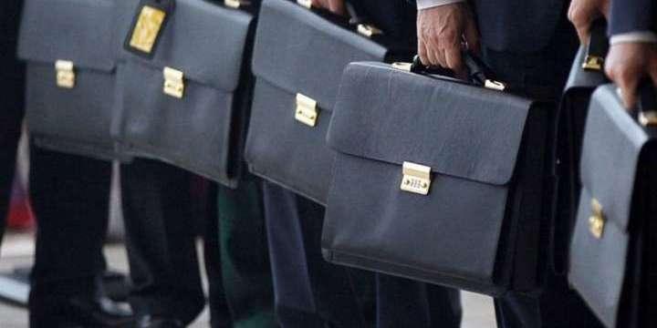 Українці вважають несправедливими захмарні зарплати держслужбовців