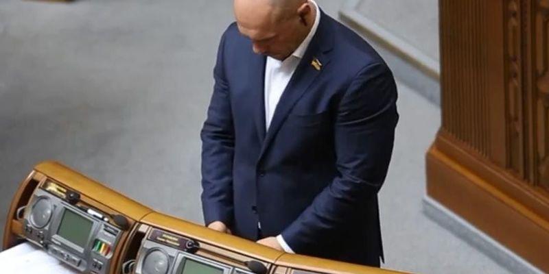 Ілля Кива листувався з Жириновським під час засідання Верховної Ради - відео